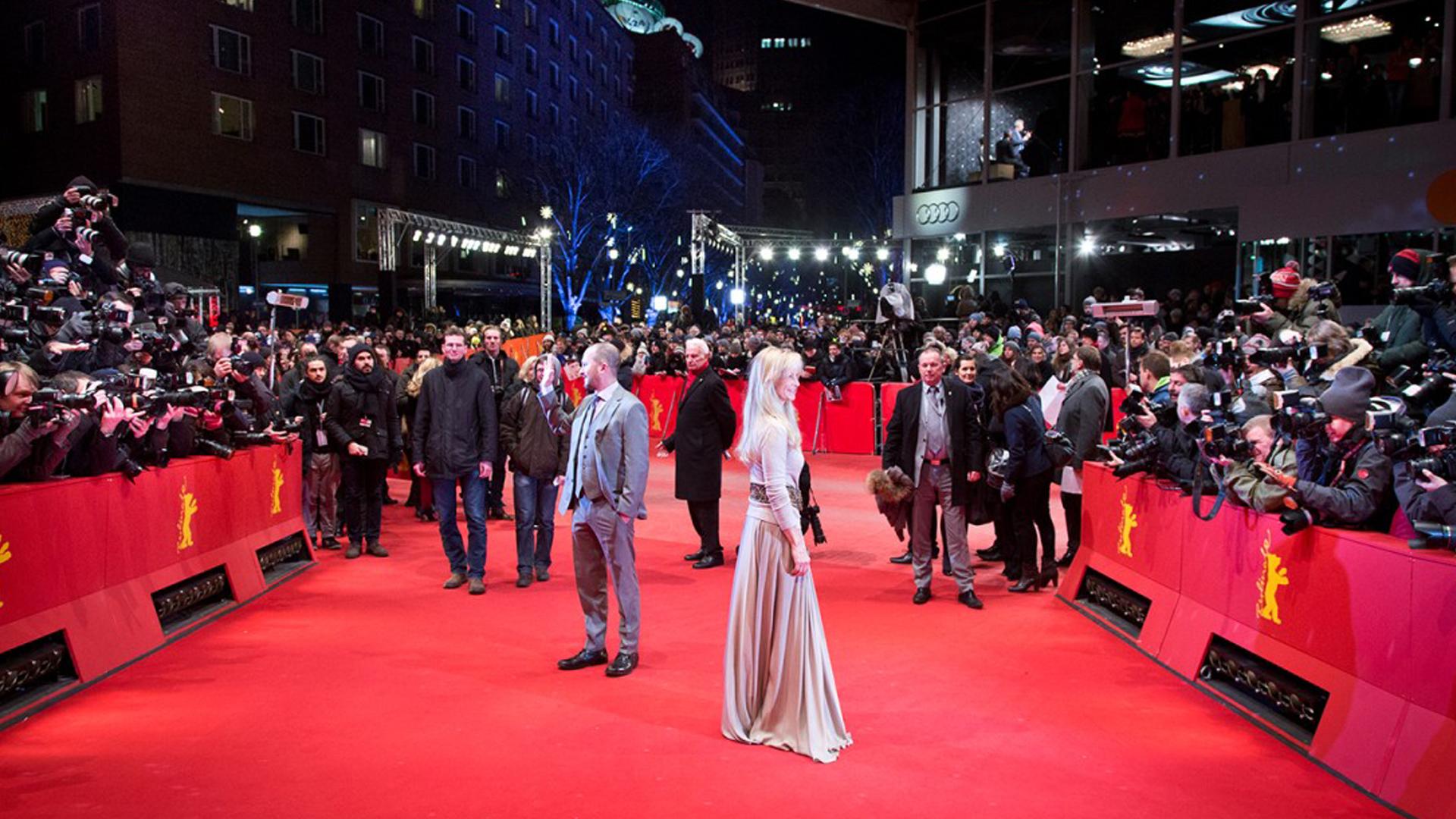 Ab Donnerstag ist es wieder so weit: Stars, Reporter und Zuschauer am roten Teppich